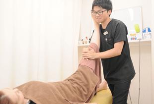 湯まちはりきゅう整骨院の施術手・足のしびれの写真