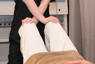 湯まちはりきゅう整骨院の施術O脚、X脚の写真